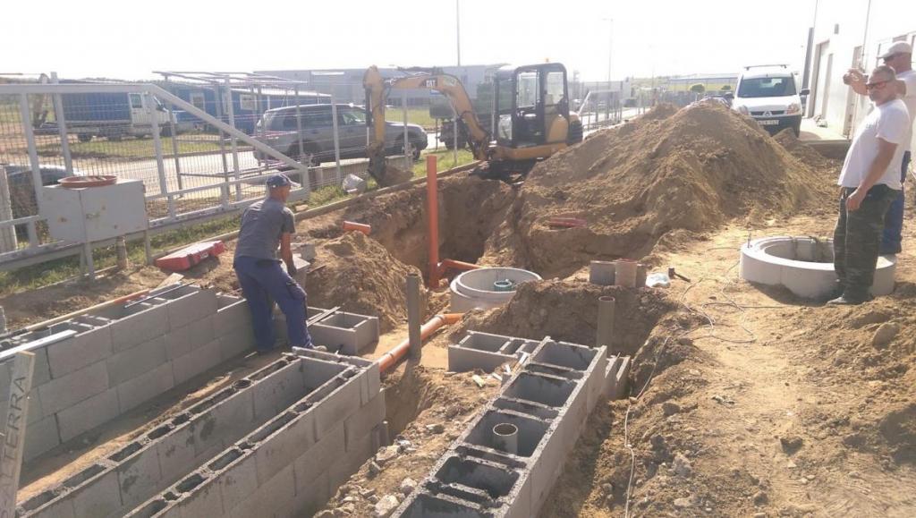 építés közben